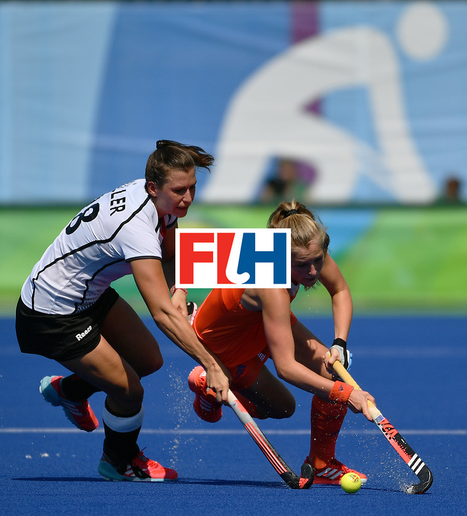 Germany's Julia Muller (L) vies with Netherlands' Xan de Waard during the women's semifinal field hockey Netherlands vs Germany match of the Rio 2016 Olympics Games at the Olympic Hockey Centre in Rio de Janeiro on August 17, 2016. / AFP / Pascal GUYOT        (Photo credit should read PASCAL GUYOT/AFP/Getty Images)