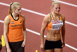 06-03-2015 CZE: European Athletics Indoor Championships, Prague<br /> Nadine Broersen heeft tijdens de EK indoor voortijdig de strijd op de meerkamp moeten staken. Anouk Vetter troost haar