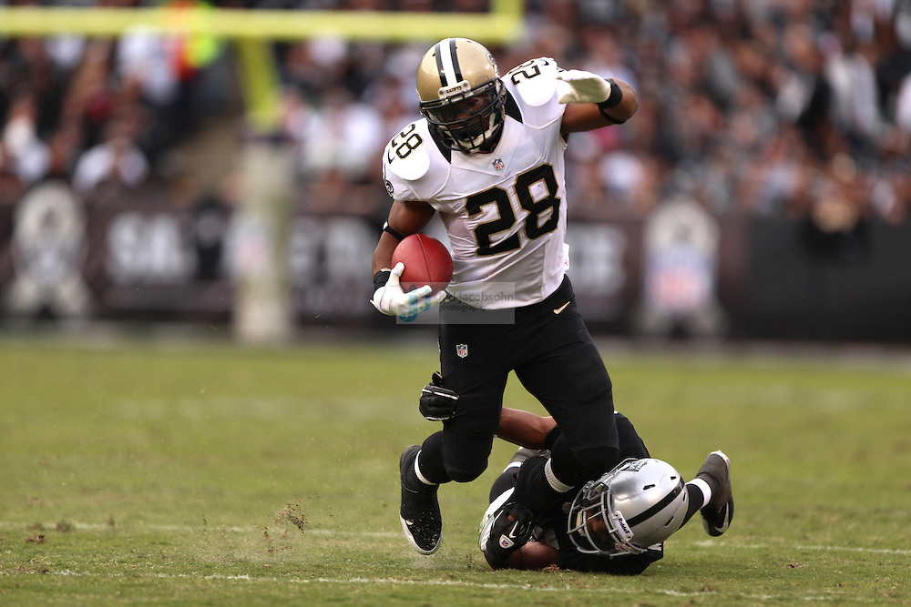 New Orleans Saints running back Mark Ingram (28) runs against the Oakland Raiders during an NFL game on Sunday, Nov. 18, 2012 at the Oakland Coliseum in Oakland, Ca. (AP Photo/Jed Jacobsohn)
