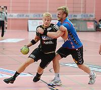 Handball 1. Bundesliga  2012/2013  in der Paul Horn Arena Tuebingen 08.09.2012 TV Neuhausen - TSV Hannover-Burgdorf Andreas Schroeder (li, TV Neuhausen) gegen Frej Gustav Rydergard (TSV Hannover)