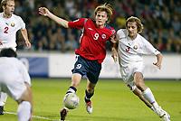 Fotball<br /> VM-kvalifisering<br /> Norge v Hviterussland<br /> Ullevaal stadion<br /> 8. september 2004<br /> Foto: Digitalsport<br /> Frode Johnsen, Norge, og Sergei Kulchy, Hviterussland