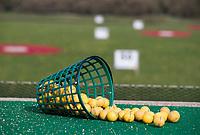 TEXEL - De Cocksdorp.  - driving range . mand met oefenballen.  Golfbaan De Texelse. COPYRIGHT KOEN SUYK