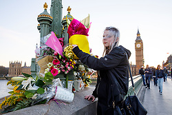 © Licensed to London News Pictures. 25/03/2017. London, UK. Members of public pay their respects to the victims of Westminster terror attack on Westminster Bridge in London on 25 March 2017. Photo credit: Tolga Akmen/LNP