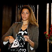 NLD/Amsterdam/20100328 - Veiling voor Engelen van Oranje, Fanny Koopmans, partner van Boy Waterman toont voetbalschoenen van Robin van Persie