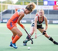 AMSTELVEEN - Maria Verschoor (Ned) met Kira Horn (Ger)   tijdens de halve finale  Nederland-Duitsland (2-1) van de Pro League hockeywedstrijd dames. COPYRIGHT KOEN SUYK