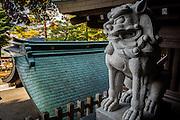 A lion statue protecs the premises of Sakurayama Hachiman shrine, in Takayama.