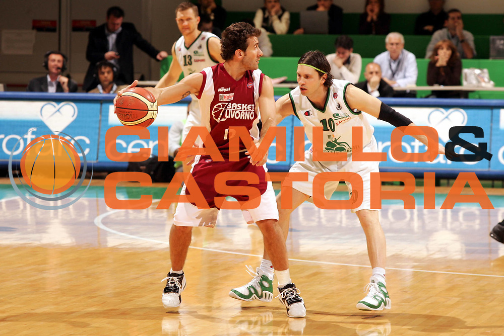 DESCRIZIONE : Siena Lega A1 2005-06 Montepaschi Siena Basket Livorno <br /> GIOCATORE : Ingles <br /> SQUADRA : Basket Livorno <br /> EVENTO : Campionato Lega A1 2005-2006 <br /> GARA : Montepaschi Siena Basket Livorno <br /> DATA : 23/04/2006 <br /> CATEGORIA : Palleggio <br /> SPORT : Pallacanestro <br /> AUTORE : Agenzia Ciamillo-Castoria/P.Lazzeroni