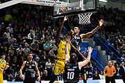 gomes stoppata su martin<br /> vanoli cremona - dolomiti trento<br /> Legabasket Serie A 2017/18<br /> Brescia, 15/04/2018<br /> Foto G.Checchi / Ciamillo-Castoria