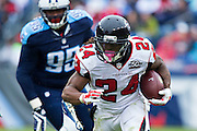 NASHVILLE, TN - OCTOBER 25:  Devonta Freeman #24 of the Atlanta Falcons runs the ball against the Tennessee Titans at Nissan Stadium on October 25, 2015 in Nashville, Tennessee.  The Falcons defeated the Titans 10-7.  (Photo by Wesley Hitt/Getty Images) *** Local Caption *** Devonta Freeman