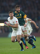 Twickenham, United Kingdom.  Ben YOUNGS,  with ball, looking for support, during the   Old Mutual Wealth Series Match: England vs South Africa, at the RFU Stadium, Twickenham, England, Saturday, 12.11.2016<br /> <br /> [Mandatory Credit; Peter Spurrier/Intersport-images]