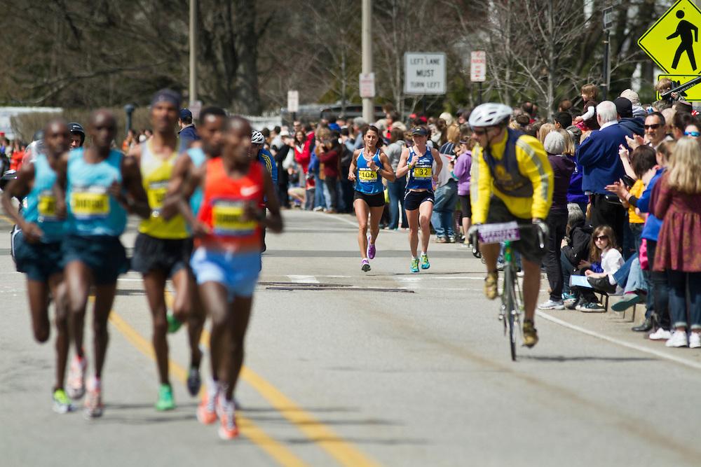 2013 Boston Marathon: Mary Pardi, Michelle Lowry, race as elite men pass by