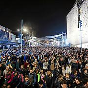 Visitatori entrano nella lake Arena per assistere allo show dell'Albero della Vita.<br /> Expo 2015  Milano, 17/10/2015.