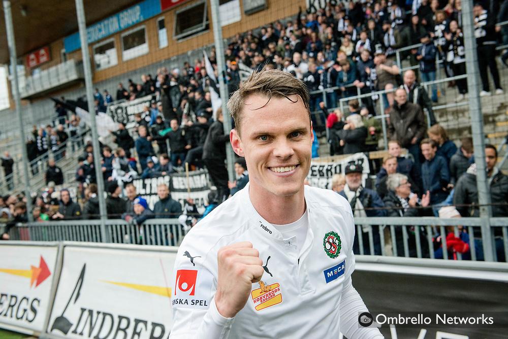 ÖREBRO, SWEDEN - MAY 15: Erik Moberg of Örebro SK who scored the decisive goal celebrates after the victory during the Allsvenskan match between Örebro SK and IF Elfsborg at Behrn Arena on May 15, 2016 in Örebro, Sweden. Foto: Pavel Koubek/Ombrello