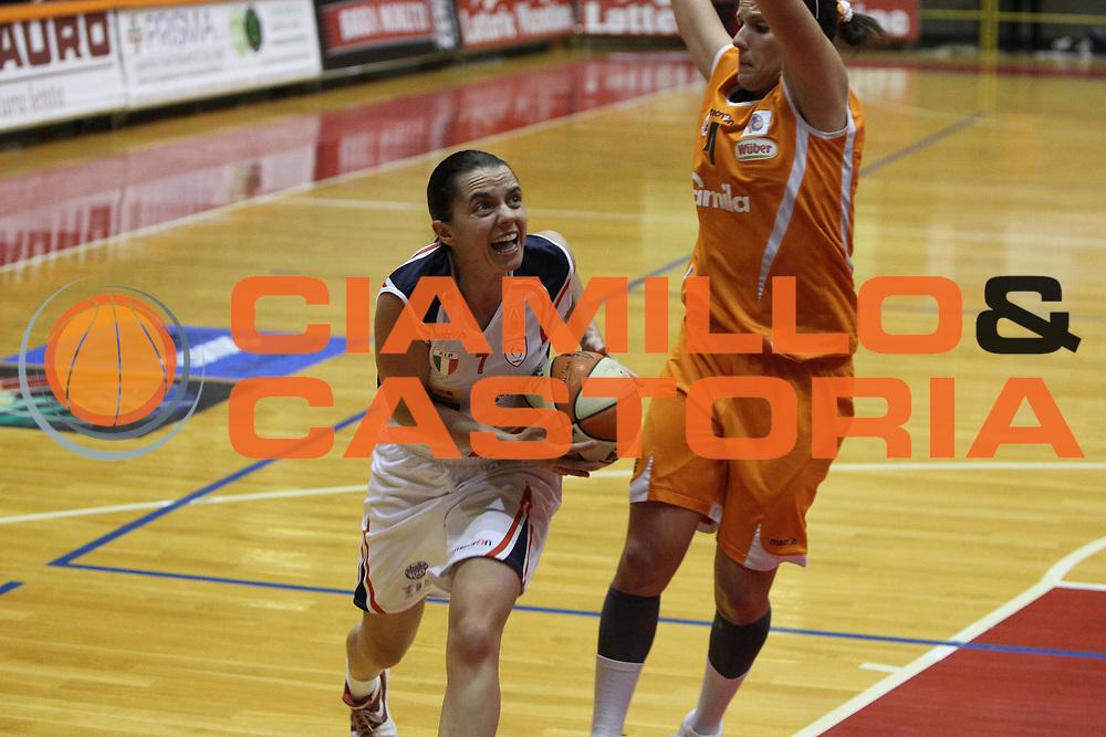 DESCRIZIONE : Schio Lega A1 Femminile 2009-10 Play Off Finale Gara 1 Famila Wuber Schio Cras Basket Taranto<br /> GIOCATORE : Angela Gianolla<br /> SQUADRA : Famila Wuber Schio Cras Basket Taranto<br /> EVENTO : Campionato Lega A1 Femminile 2009-2010<br /> GARA : Famila Wuber Schio Cras Basket Taranto<br /> DATA : 05/05/2010<br /> CATEGORIA : Penetrazione<br /> SPORT : Pallacanestro<br /> AUTORE : Agenzia Ciamillo-Castoria/G.Contessa<br /> Galleria : Lega Basket Femminile 2009-2010<br /> Fotonotizia : Schio Campionato Italiano Femminile Lega A1 2009-2010 Play Off Finale Gara 1 Famila Wuber Schio Cras Basket Taranto<br /> Predefinita :