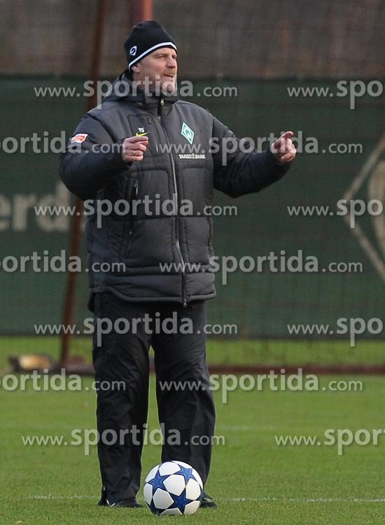 22.11.2010, Trainingsgelaende Werder Bremen, Bremen, GER, 1. FBL, Training Werder Bremen, im Bild Thomas Schaaf (Trainer Werder Bremen)   Foto © nph / Frisch