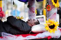 Sfilata di carnevale di Gallipoli (LE) 2011. La tradizionale figura di Titoru e il suo corteo funebre sono talmente importanti che spesso vengono rappresentati da più gruppi...Carnival parade of Gallipoli (LE) 2011. The traditional figure of Titoru and his funeral procession are so important that they are often represented by multiple groups.