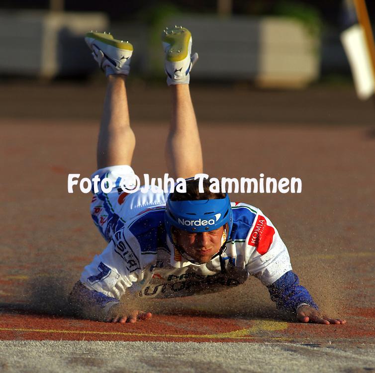 21.05.2010, Kouvola..Superpesis 2010, Kouvolan Pallonly?j?t - Nurmon Jymy..Tomi Viinam?ki - Nurmo.©Juha Tamminen.
