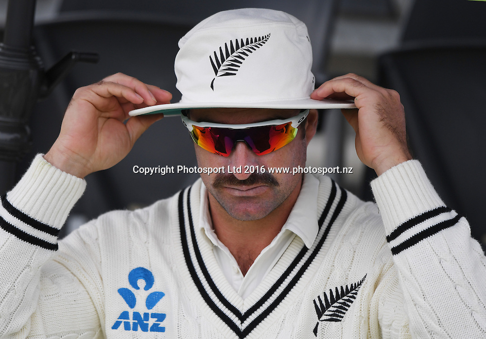 Colin de Grandhomme. New Zealand Black Caps v Pakistan. Day 2, 1st test match. Friday 18 November 2016. Hagley Oval, Christchurch, New Zealand. © Copyright photo: Andrew Cornaga / www.photosport.nz