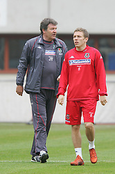 VIENNA, AUSTRIA - TUESDAY MARCH 29th 2005: Wales' manager John Toshack and striker Craig Bellamy during a training session at the Ernst Happel Stadium ahead of their World Cup Qualifying Group Six match against Austria. (Pic by David Rawcliffe/Propaganda)