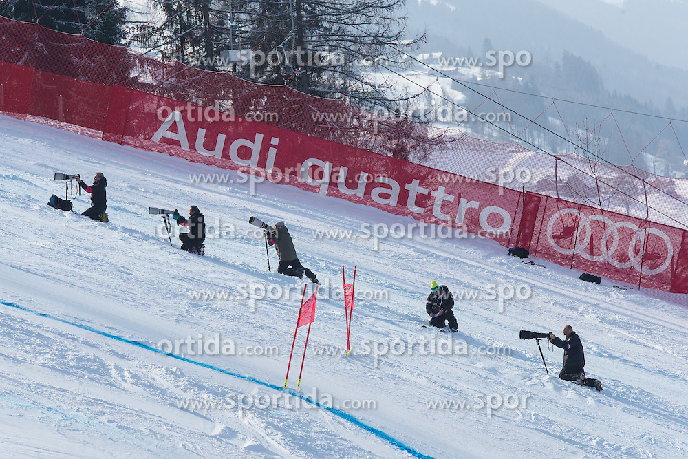 14.02.2013, Planai, Schladming, AUT, FIS Weltmeisterschaften Ski Alpin, Riesenslalom, Damen, 2. Durchgang, im Bild Feature von Fotografen // Photogaphers on course during 2nd run of the ladies Giant Slalom at the FIS Ski World Championships 2013 at the Planai Course, Schladming, Austria on 2013/02/14. EXPA Pictures © 2013, PhotoCredit: EXPA/ Johann Groder