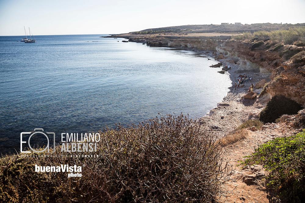 Favignana, Sicilia, Italia, 2016<br /> La spiaggia del Preveto, di fronte all'omonima isoletta.<br /> <br /> Favignana, Sicily, Italy, 2016<br /> The Preveto beach in front of the same name islet.