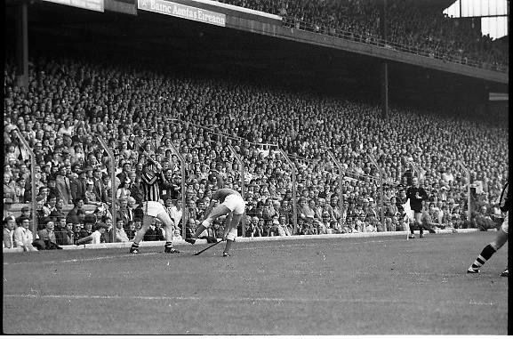 "All Ireland Hurling Final - Cork vs Kilkenny.05.09.1982.09.05.1982.5th September 1982.""Spot the ball"" players tussle on the side line watched by the linesman and crowd."