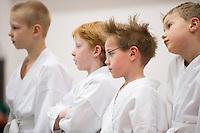 Innanfélagsmót Fylkis í karate á öskudag 2011. Beðið eftir medalíunni.