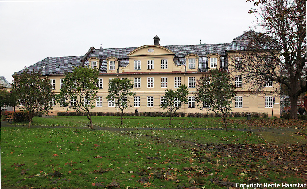 Thomas Angells Stiftelser ble oppført i 1770-72. Ombygd flere ganger.