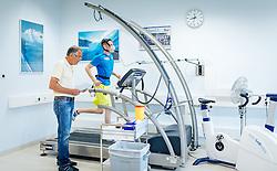 02.05.2016, Bezirkskrankenhaus, St. Johann i.T., AUT, OeSV, Skisprung, Sportmedizinische Untersuchung, im Bild v.l.: UNIV. DOZ. DR. Peter Baumgartl und Manuel Poppinger (AUT) // f.l.: UNIV. DOZ. DR. Peter Baumgartl and Manuel Poppinger of Austria during the medical examination of the Austrian Skijumping Team at the Sports Medicine Institute, St. Johann i.T. on 2016/05/02. EXPA Pictures © 2016, PhotoCredit: EXPA/ JFK