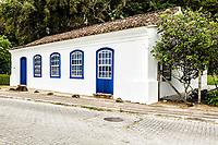Casa colonial em Sambaqui, no distrito de Santo Antonio de Lisboa. Florianópolis, Santa Catarina, Brazil. / Colonial architecture house in Sambaqui, at Santo Antonio de Lisboa district. Florianopolis, Santa Catarina, Brazil.