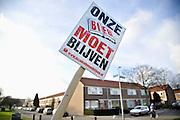 Nederland, Nijmegen, 5-1-2012Veel bibliotheken worden met sluiting bedreigd vanwege gemeentelijk bezuinigingen, die weer een gevolg zijn van kortingen door de regering. Hier een protest van bewoners in de wijk Neerbosch oost.Foto: Flip Franssen/Hollandse Hoogte