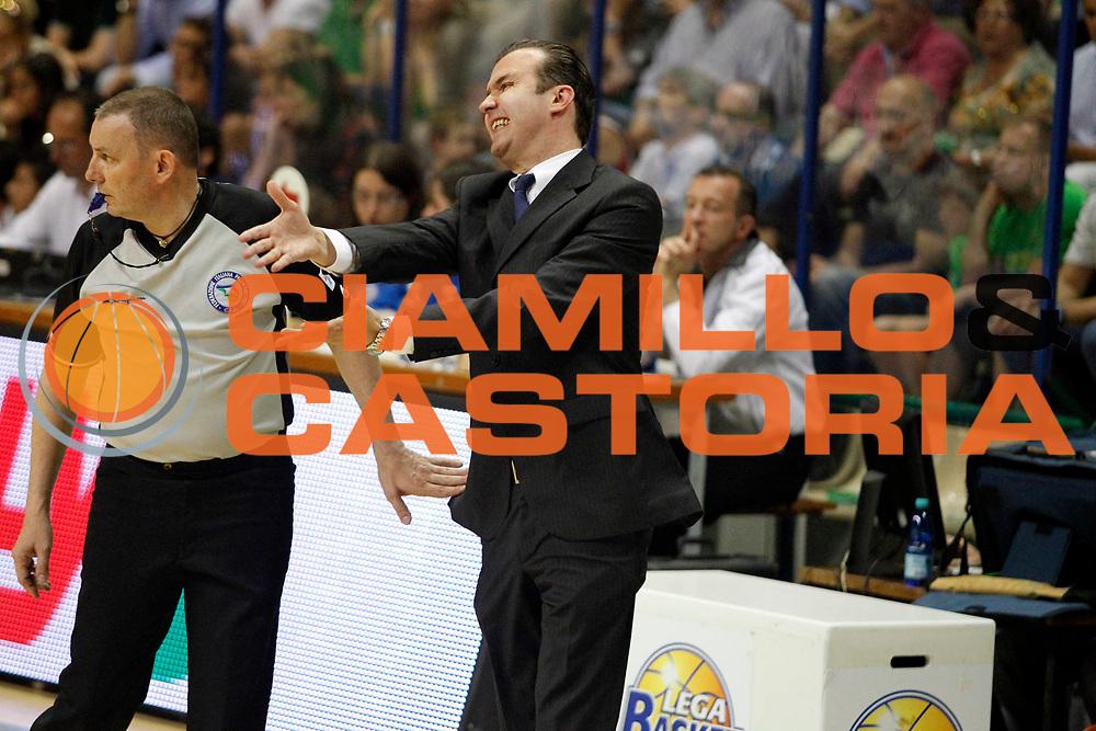 DESCRIZIONE : Siena Lega A 2011-12 Montepaschi Siena EA7 Emporio Armani Milano Finale scudetto gara 1<br /> GIOCATORE : Simone Pianigiani<br /> CATEGORIA : protesta<br /> SQUADRA : Montepaschi Siena<br /> EVENTO : Campionato Lega A 2011-2012 Finale scudetto gara 1<br /> GARA : Montepaschi Siena EA7 Emporio Armani Milano<br /> DATA : 09/06/2012<br /> SPORT : Pallacanestro <br /> AUTORE : Agenzia Ciamillo-Castoria/A.Ciucci<br /> Galleria : Lega Basket A 2011-2012  <br /> Fotonotizia : Siena Lega A 2011-12 Montepaschi Siena EA7 Emporio Armani Milano Finale scudetto gara 1<br /> Predefinita :