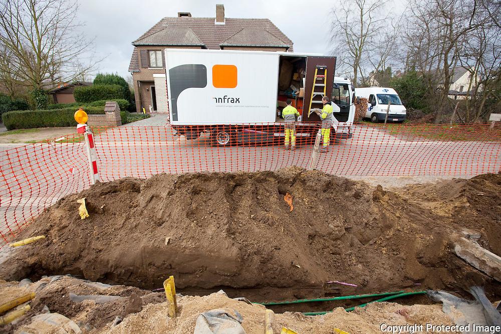 Infrax aan het werk in de zandlaan-problemen oplossen na de stroompanne van dinsdagavond-zandlaan nijlen-jorendeweerdt