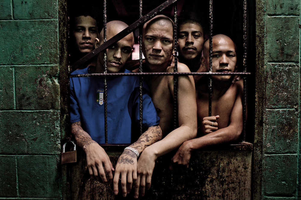 Gang members of Mara 18 at Centro Penal Quetzaltepeque, El Salvador. August 16, 2012. Photo/Tomas Munita