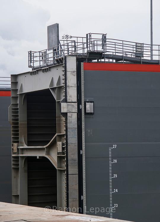 Canal de Panamá, Tránsito de del primer buque Cosco Shipping Panama por las exclusas de Cocoli. Ciudad de Panama, Panamá. 26-06-2016