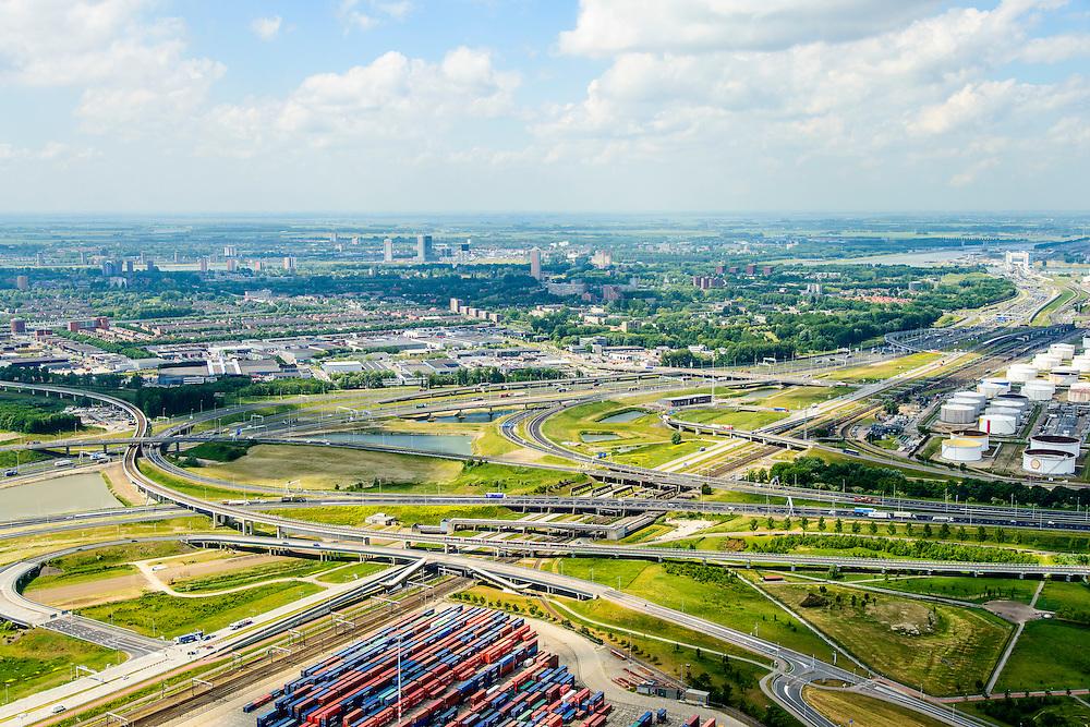 Nederland, Zuid-Holland, Rotterdam, 10-06-2015; metro onderweg tussen Pernis en Hoogvliet passeert<br />  Knooppunt Benelux (A4 / A15). Overslag van containers op terrein ECT Prins Willem-Alexanderhaven, Vondelingeweg.<br /> Infrastructure of motorways and metro (subway), container terminal in Rotterdam harbour area.<br /> <br /> luchtfoto (toeslag op standard tarieven);<br /> aerial photo (additional fee required);<br /> copyright foto/photo Siebe Swart