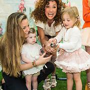 NLD/Amsterdam/20140409 - Presentatie Sam & Haas fairtrade juwelenlijn, Katja Schuurman en dochter Sammie, Bibi van der Velden en dochter Charlie