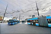 Nederland, the Netherlands, Arnhem, 1-9-2015Het nieuwe station van de gelderse hoofdstad wordt binnenkort officieel geopend. De ov terminal met parkeergarage en fietsenstalling is klaar. De ingewikkelde architectuur heeft het bouwproject veel problemen en vertraging opgeleverd. Uiteindelijk heeft de bouw 18 jaar en 90 miljoen euro, veel meer als aanvankelijk begroot, gekost. Buiten is aansluiting op het trolley busnet, karakteristiek voor Arnhem, schoon maar gevoelig voor storingen.. FOTO: FLIP FRANSSEN/ HH