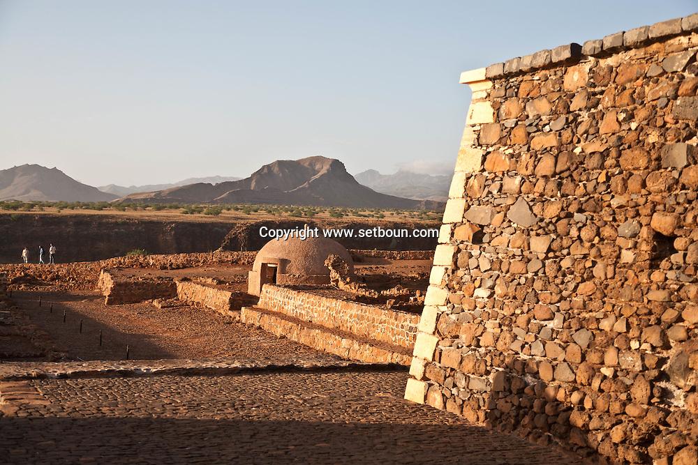 Cape Verde. old fort and citadel of Cidade Velha,the old colonial portuguese capital  Sal Island     / Cap-Vert:  citadelle fort portugais, cidade velha   . ile de Sal    Cidade Velha, où les Portugais debarquerent en 1460. La ville s appelait alors Ribeira Grande (la Grande Vallee). L'ancienne capitale, à l'origine de l'histoire capverdienne, est située à 12 km de Praia dans une oasis protégée par la forteresse S. Filipe.  /08