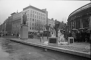 16/04/1966<br /> 04/16/1966<br /> 16 April 1966<br /> Unveiling of Thomas Davis Memorial at College Green, Dublin. The design by Irish sculptor Edward Delaney took the form of a statue fronted by a futuristic fountain on a cobblestone plinth. Picture shows the distinguished gathering viewing the monument after the unveiling by President de Valera.