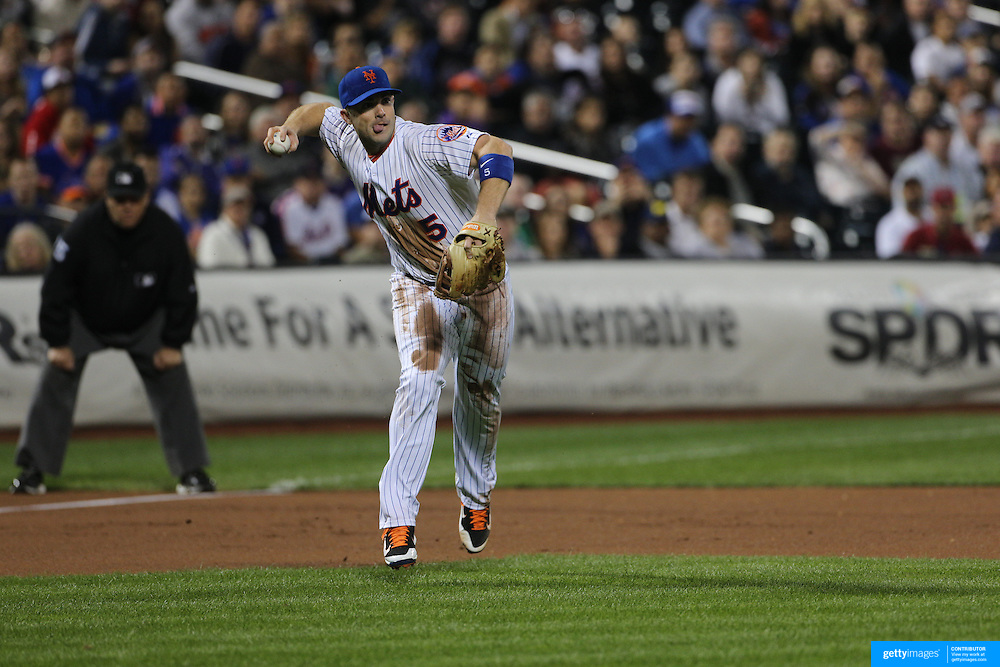 David Wright, New York Mets, makes an out with a throw from third base during the New York Mets Vs Atlanta Braves MLB regular season baseball game at Citi Field, Queens, New York. USA. 22nd September 2015. Photo Tim Clayton