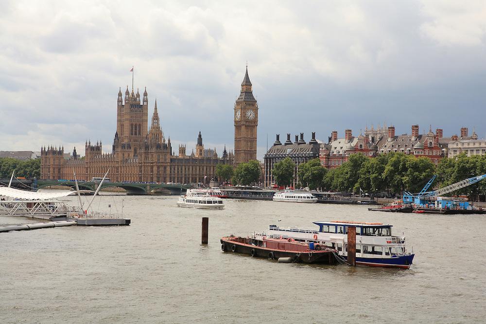 River Thames - Parliment - London, UK