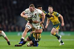 Sam Underhill of England takes on the Australia defence - Mandatory byline: Patrick Khachfe/JMP - 07966 386802 - 24/11/2018 - RUGBY UNION - Twickenham Stadium - London, England - England v Australia - Quilter International