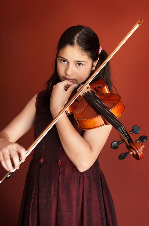 Carla Marrero, violinista prodigio con un violin fabricado por Fernando Solar y un arco fabricado por Mercedes Solar.