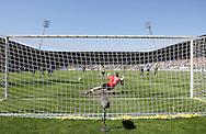 18-05-2008 Voetbal:ADO DEN HAAG:RKC Waalwijk:Waalwijk<br /> Cornelisse schiet de strafschop binnen en daarme RKC terug naar de eredivisie<br /> Foto: Geert van Erven