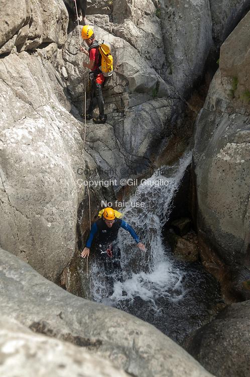 France, Occitanie, Lozère (48), canyoning dans gorges de Chassezac // France, region of Occitanie, department of Lozere, canyoning in Chassezac canyon