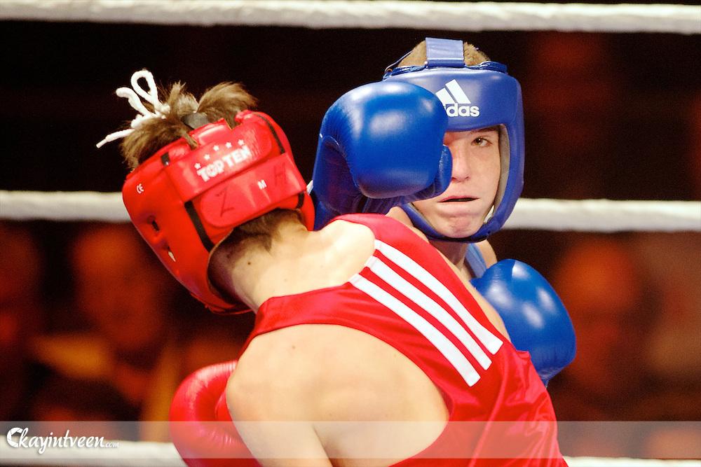 ROTTERDAM - Bep van Klaveren Memorial , Boksen , Topsportcentrum Rotterdam , 12-11-2012 , seizoen 2012-2013 , Brandon Mullenberg (blauw) tegen Madiev (rood)