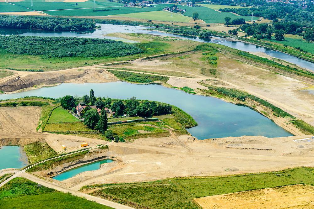 Nederland, Limburg, gemeente Stein, 07-03-2010; Meers, werkzaamheden in het kader van het project Grensmaas. Boven de Maas met verbreedde stroomgeul, de gegraven plas dient als gronddepot. <br /> Grensmaas project is een samenspel van rivierbeveiliging door stroomgeulverbreding en oeververlaging, natuurontwikkeling en ontgrinding.<br /> Meers, work under the project Meuse. The river with widened stream channel, the dug lake will serve as the soil depot.Grensmaas (Border Meuse) project is a combination of security by stream channel widening and bank reduction, habitat developement and 'de-gravelisation'.<br /> luchtfoto (toeslag op standard tarieven);<br /> aerial photo (additional fee required);<br /> copyright foto/photo Siebe Swart