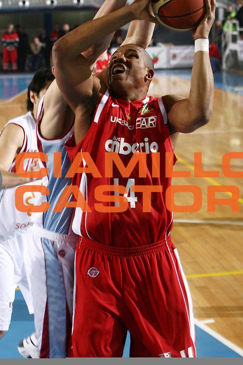 DESCRIZIONE : Rieti Lega A1 2007-08 Solsonica Rieti Cimberio Varese<br /> GIOCATORE : Jaime Lloreda<br /> SQUADRA : Cimberio Varese<br /> EVENTO : Campionato Lega A1 2007-2008 <br /> GARA : Solsonica Rieti Cimberio Varese<br /> DATA : 27/01/2008<br /> CATEGORIA : tiro<br /> SPORT : Pallacanestro <br /> AUTORE : Agenzia Ciamillo-Castoria/E.Castoria<br /> GALLERIA : Lega Basket A1 2007-2008<br /> FOTONOTIZIA : Rieti Campionato Italiano Lega A1 2007-2008 Solsonica Rieti Cimberio Varese<br /> PREDEFINITA :