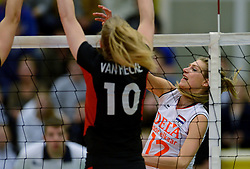 28-12-2013 VOLLEYBAL: TOPVOLLEYBAL TOURNOOI NEDERLAND BELGIE: ALMELO<br /> Nederland wint de eerste wedstrijd met 3-0 van Belgie / Manon Flier<br /> ©2013-FotoHoogendoorn.nl